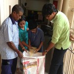 Children contributing 'Ek Mutthi Anaaj'